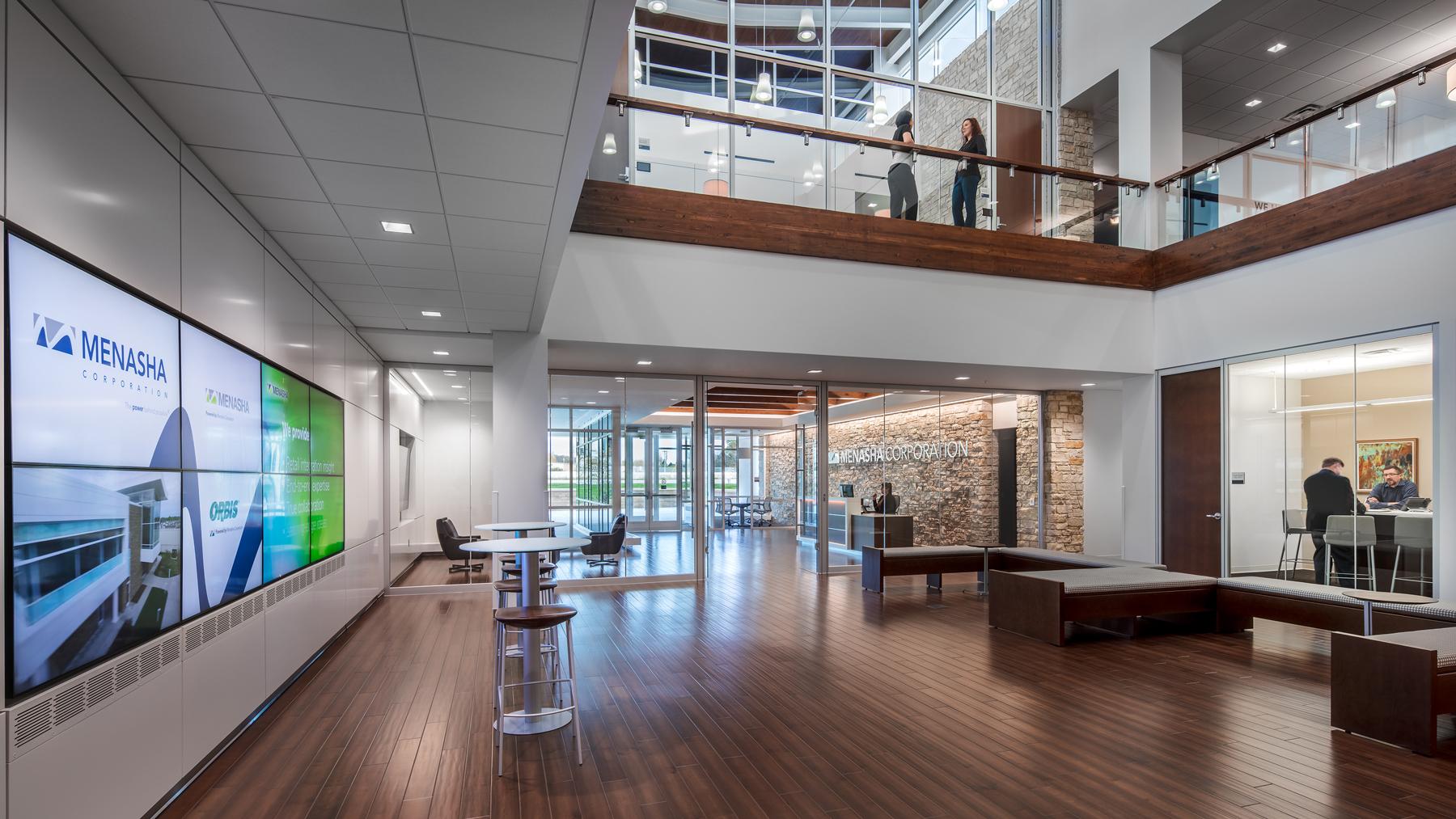 Henricksen_PROJ_Menasha-Corp_entrance-atrium